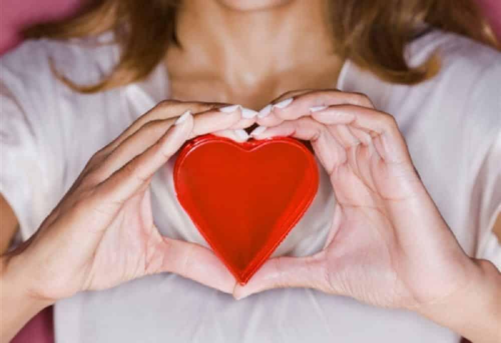 Ataque cardíaco em mulheres tem sintomas diferentes [como identificar]