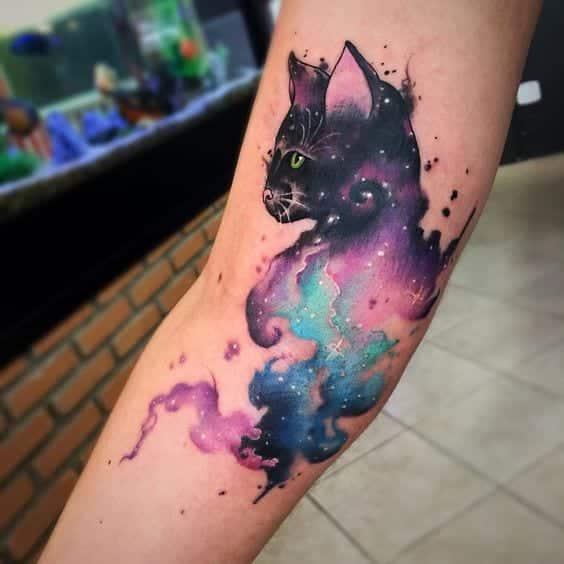 Se você tem medo de tatuar, então que tal fazer uma tatuagem no antebraço?