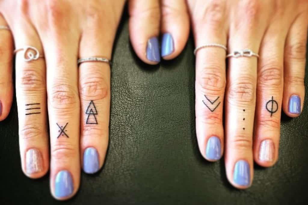 Tatuagem no dedo, cuidados necessários e + de 30 inspirações