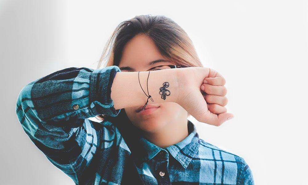 Tatuagem no pulso, 100 fotos de inspirações e o que saber antes de tatuar