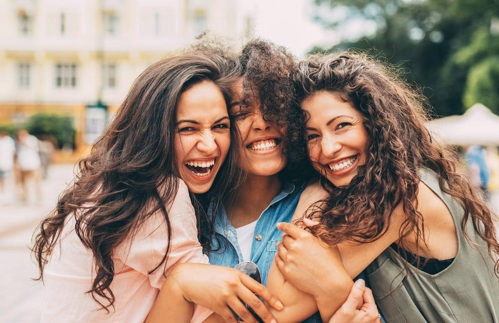Melhores amigas e 7 coisas que só acontece nesse tipo de relação