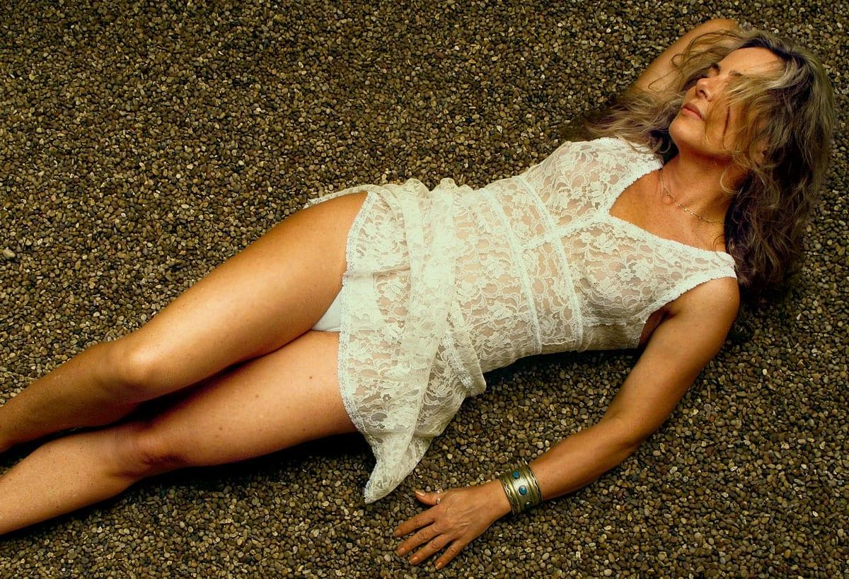 Bruna Lombardi, aos 66 anos conta sobre sua fórmula de beleza
