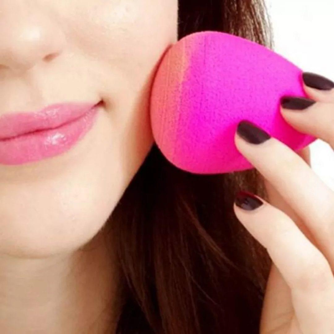 Esponja de maquiagem, 7 tipos de esponjinhas e como usá-los