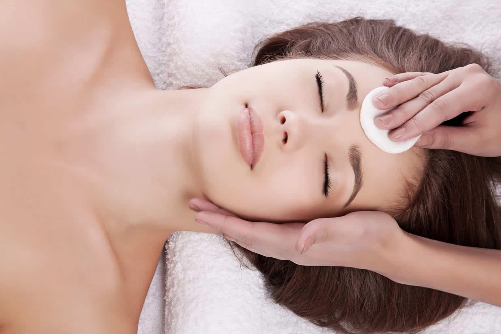 Limpeza de pele - como é feita, para que serve, mitos e verdades