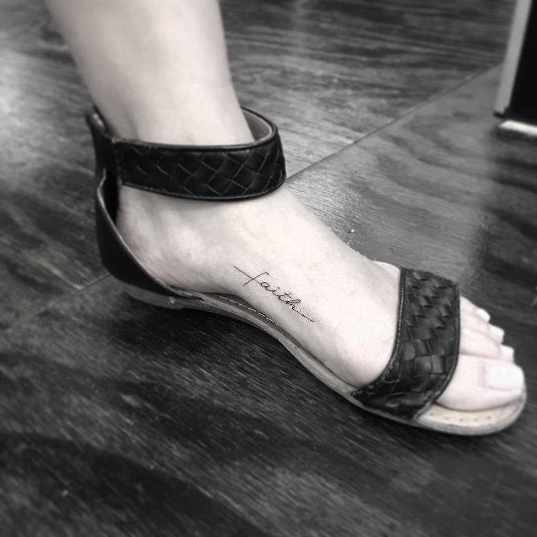 Selecionamos mais de 100 fotos de tatuagem no pé para você
