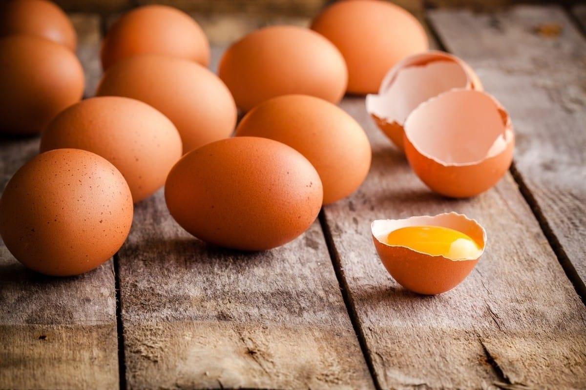 Quantas calorias tem um ovo? Cru, cozido, frito e seus nutrientes