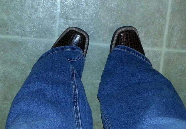 13 situações que só pessoas com pés pequenos já passou