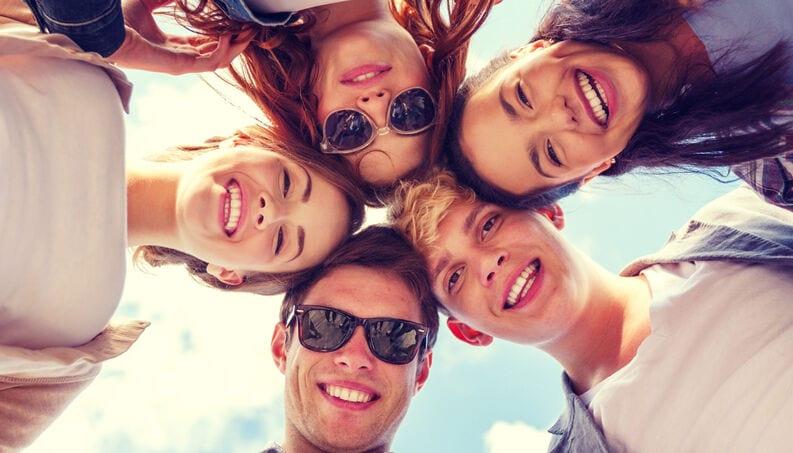 Conhecer pessoas novas é difícil para você? 7 dicas infalíveis
