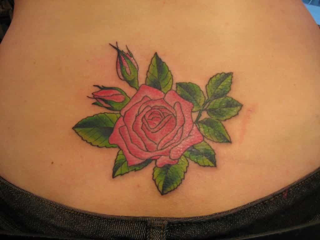 + de 80 fotos de tatuagens de rosas para você se inspirar