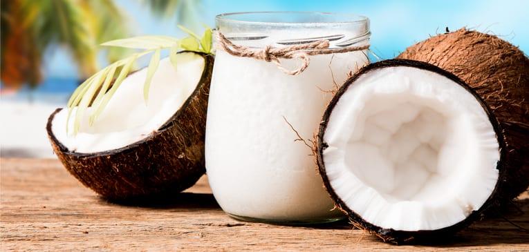 Óleo de coco no cabelo, como usar o produto no cabelo