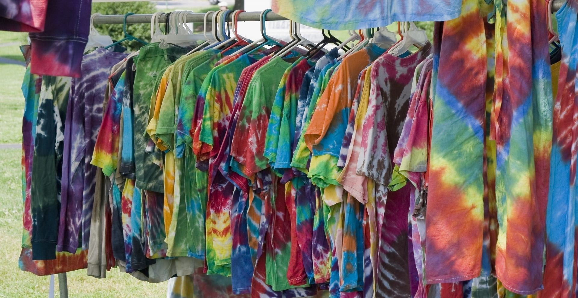 Tie dye- Técnica, dicas e passo a passo para inovar em suas camisetas