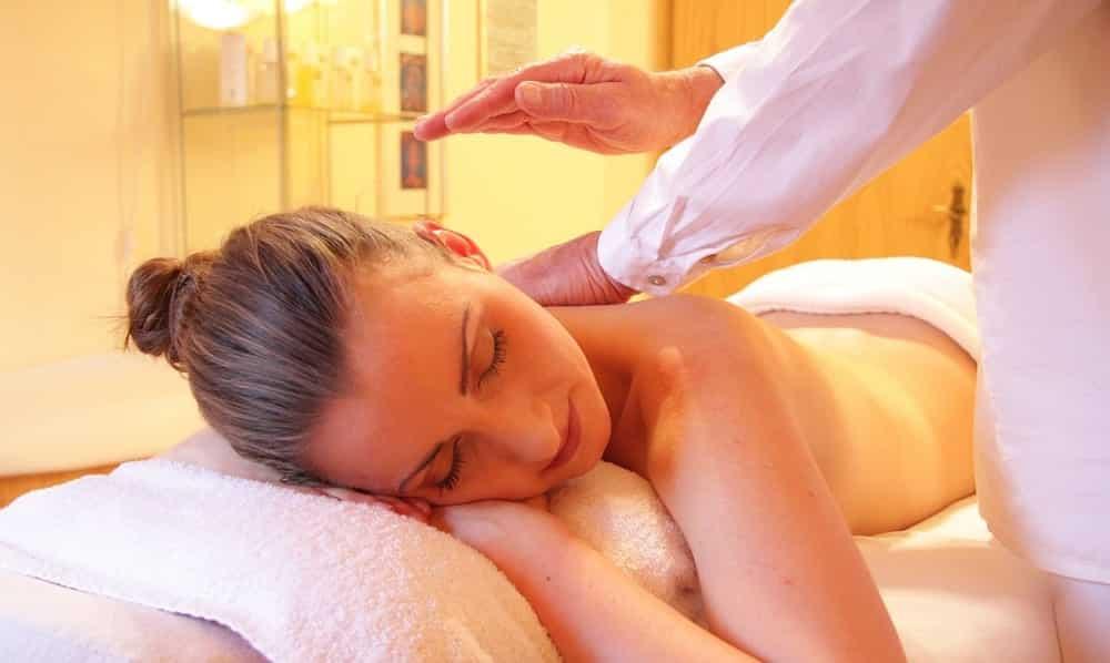 Massagem relaxante - Benefícios e como fazê-la passo a passo
