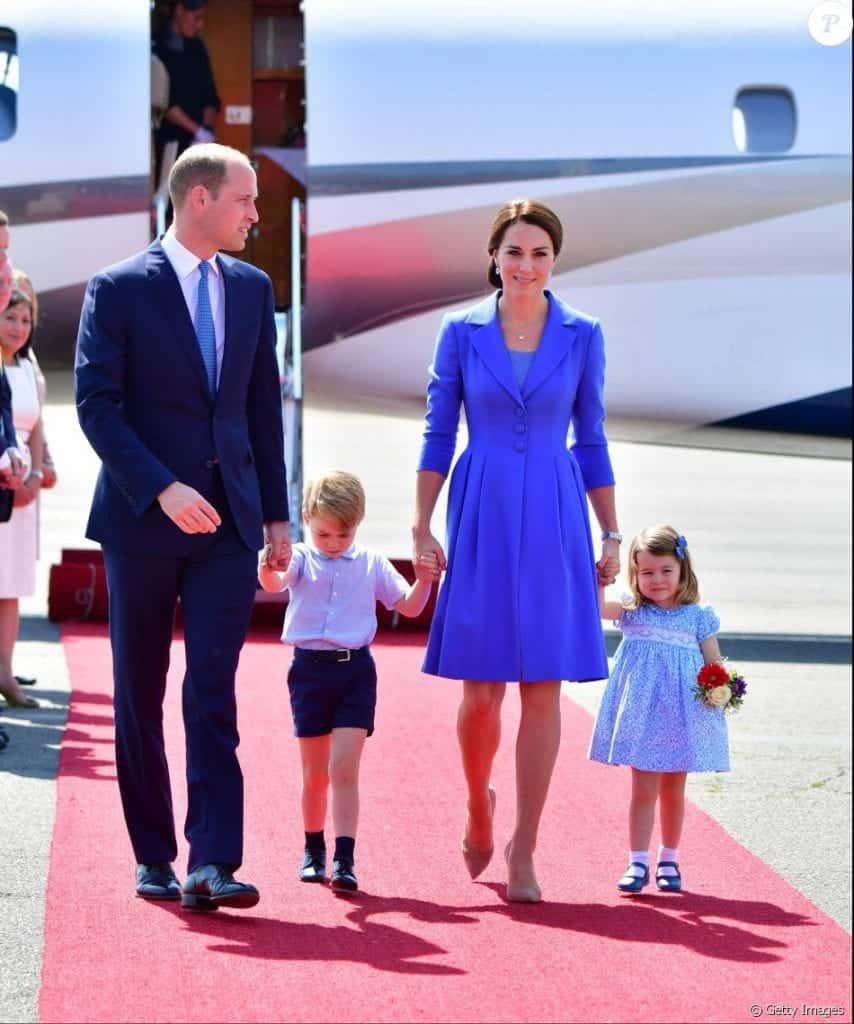 Azul Royal - sua história e inspirações de vestidos estonteantes