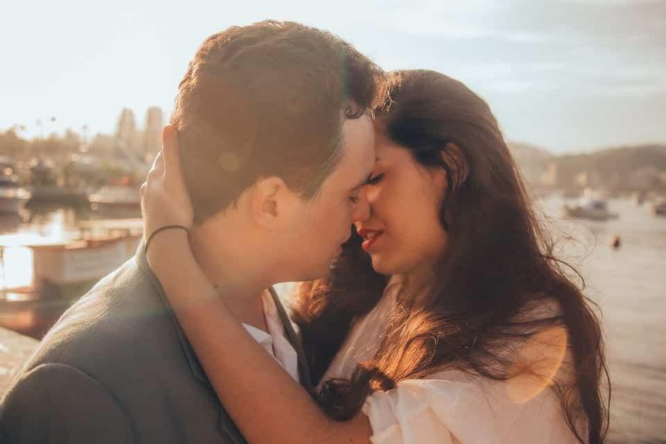 Beijo de língua: segredos que vão deixar seu beijo viciante
