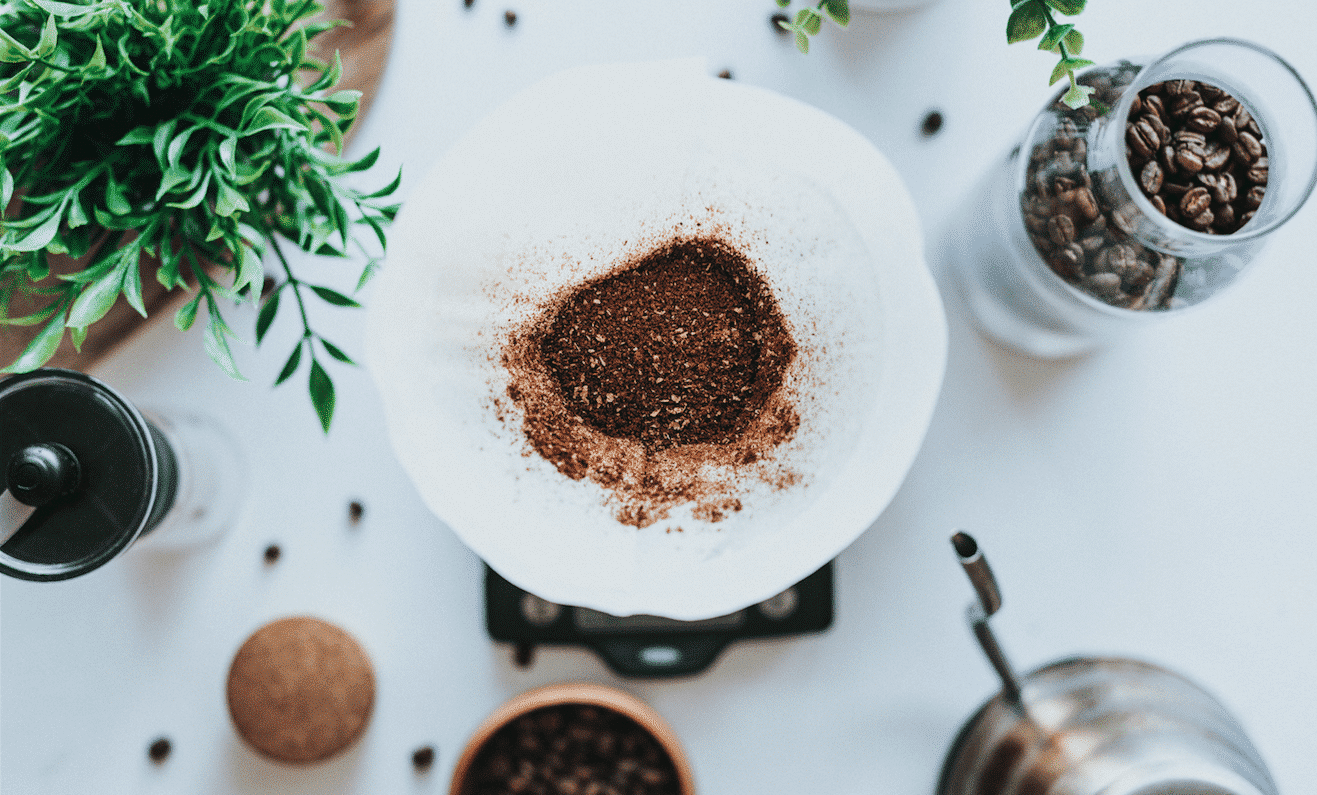 Máscara de café para o rosto- Benefícios + receitas para testar em casa