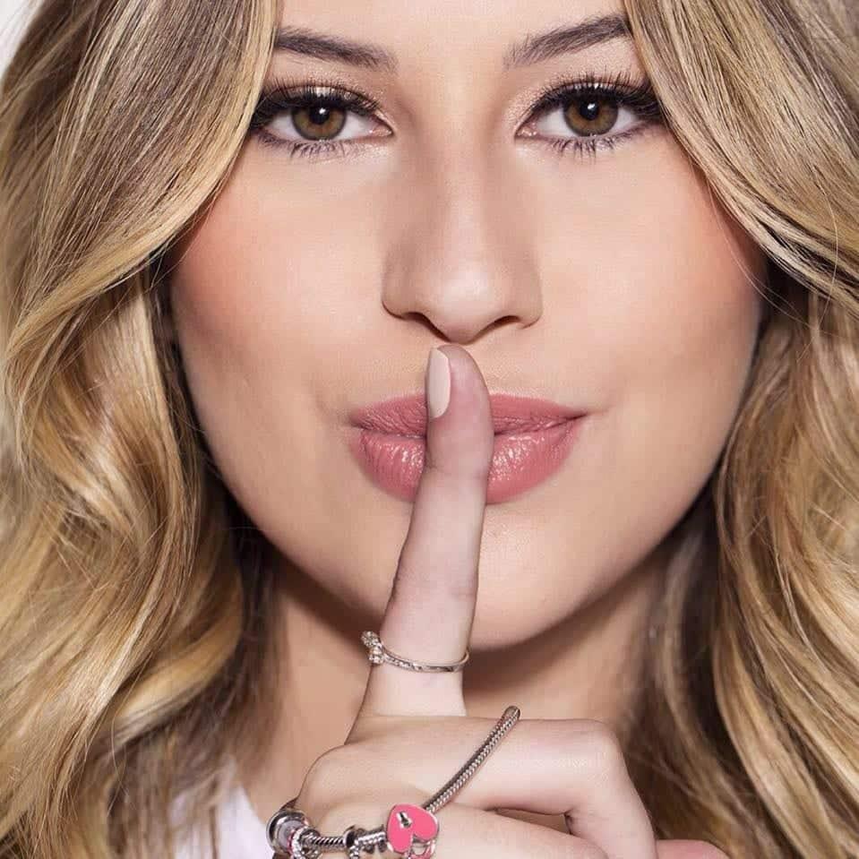 Niina Secrets- Quem é, o que faz, como e quando iniciou sua carreira