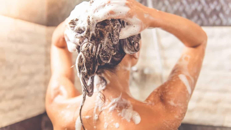 Shampoo Antirresíduo - Quando usar e diferenças dos shampoos normais