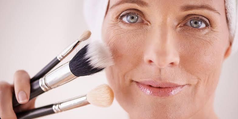 Base para pele madura - saiba os tipos de base e como escolher a sua