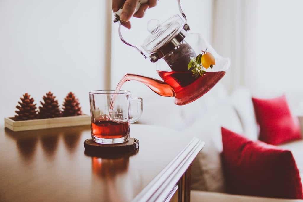 Chá de hibisco – Benefícios, contraindicações e dieta