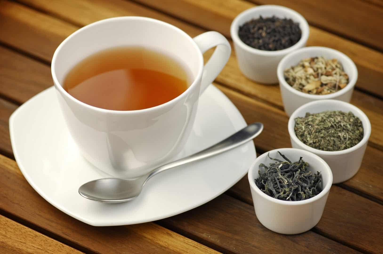Chás para desinchar- 9 receitas de chás + o por quê de retermos líquidos