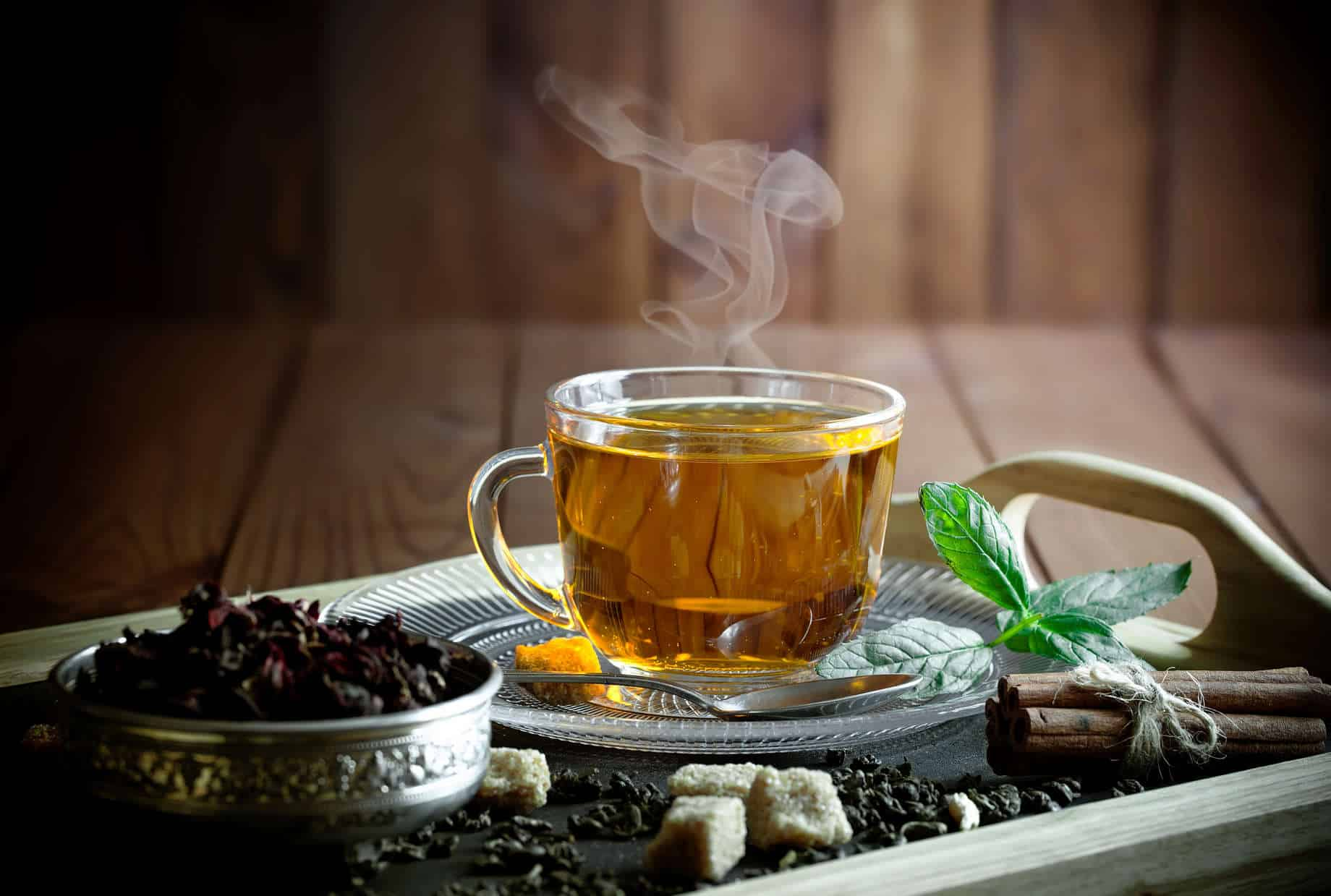 Chás para desinchar - Por que retermos líquidos e 9 receitas potentes
