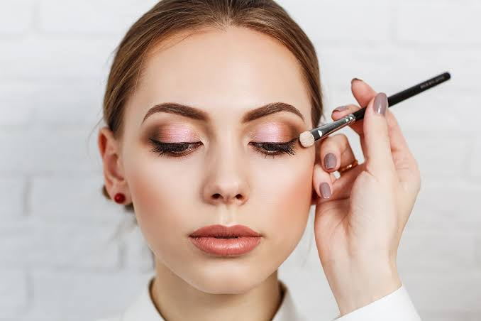 Maquiadores – 13 maquiadores de sucesso que inspiram