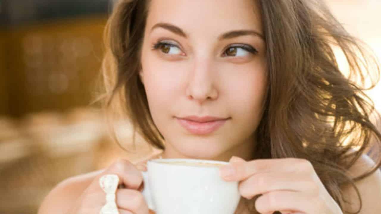 Café com óleo de coco- Para que serve, como tomar e benefícios