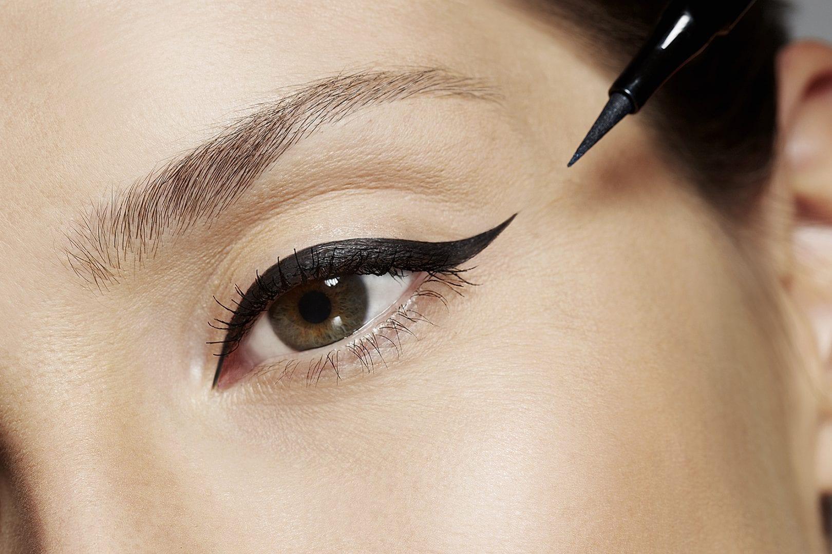 Maquiagem com delineador   Opções para usar no dia ou na noite