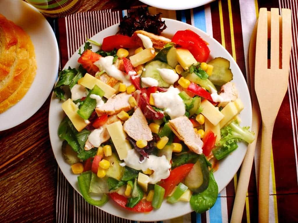Salada de jantar – 6 receitas para deixar sua noite mais gostosa