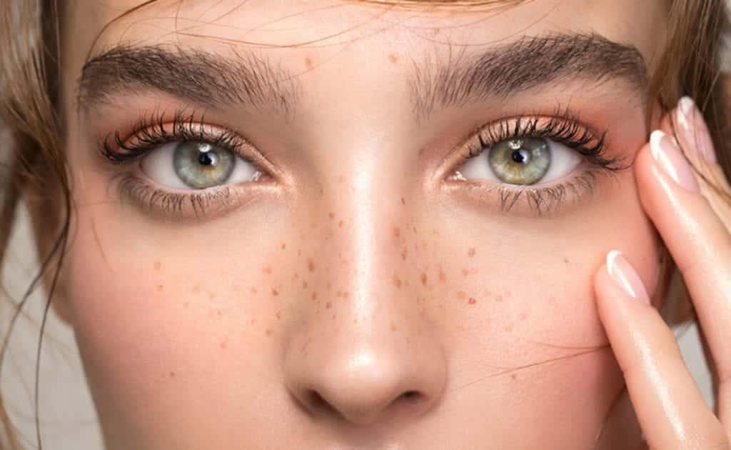 Tipos de sobrancelhas – Qual é o tipo ideal para o seu rosto