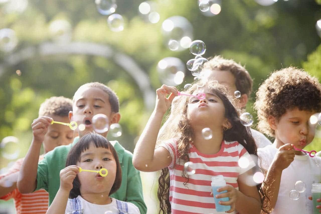 Brincadeiras para distrair as crianças- 15 opções para vocês divertirem
