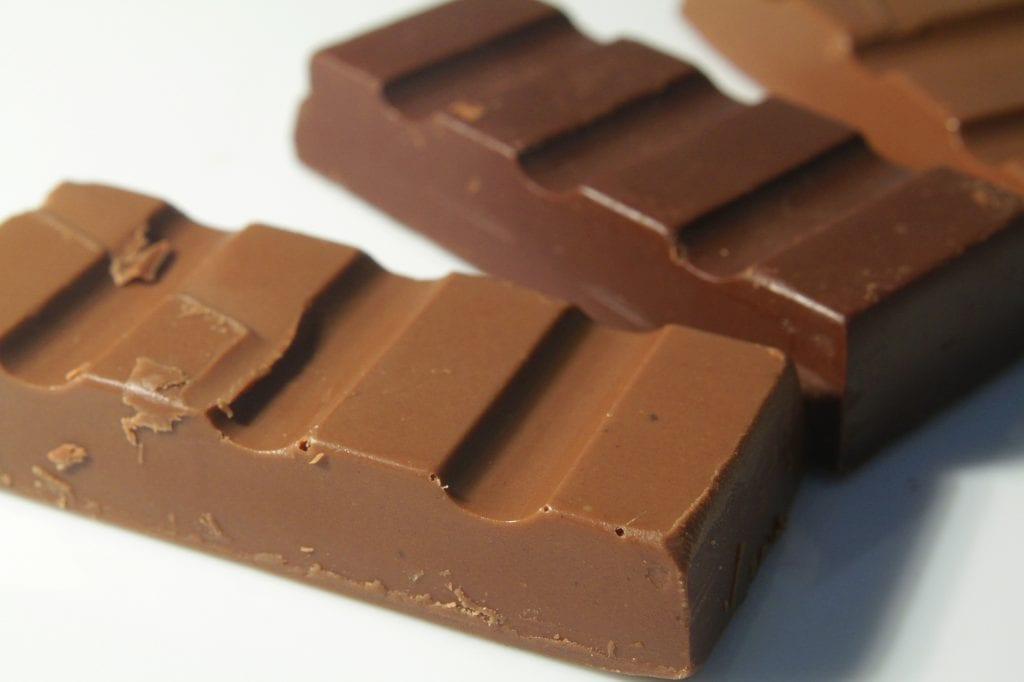 Como fazer chocolate – Receita para ao leite e amargo + dicas