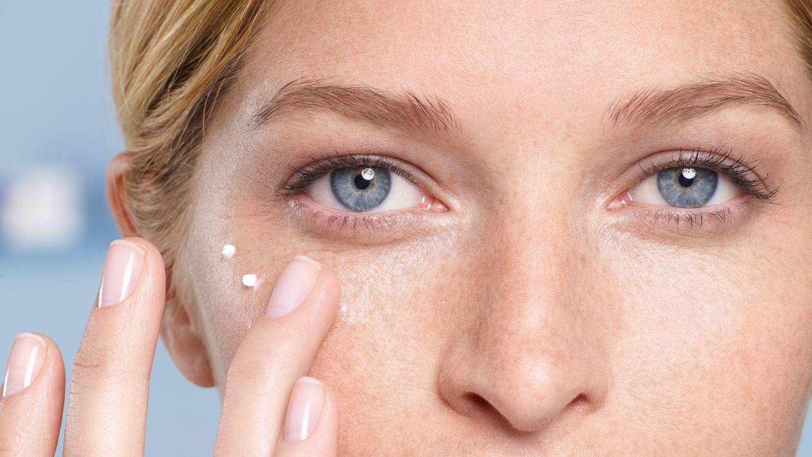 Creme para a área dos olhos: O que é e como usar