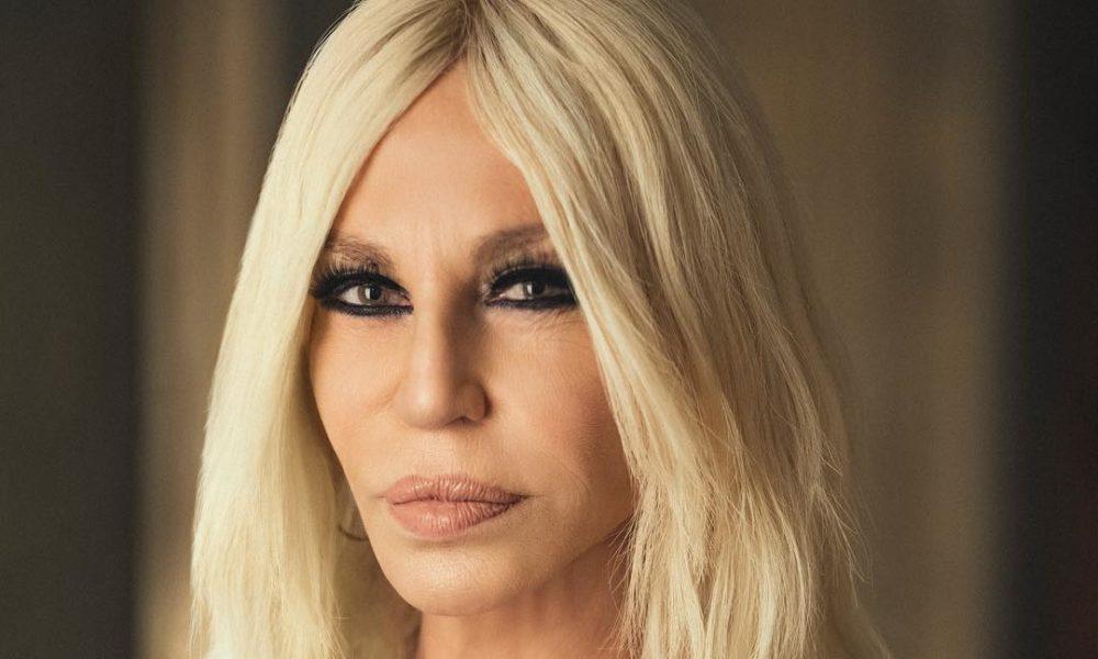 Donatella Versace – Biografia, fortuna, tragédia e transformações físicas