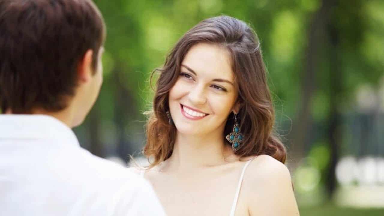 Flertar - O que é e 8 dicas de como flertar