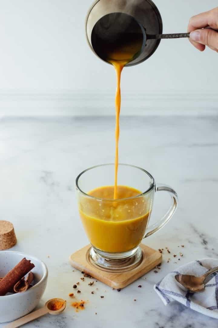 Golden Milk - o que é, benefícios, quando e quem pode tomar