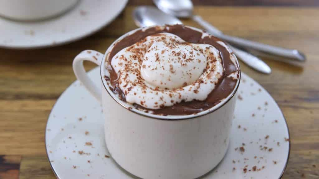 Chocolate Quente – Origem da bebida e 5 receitas para saborear