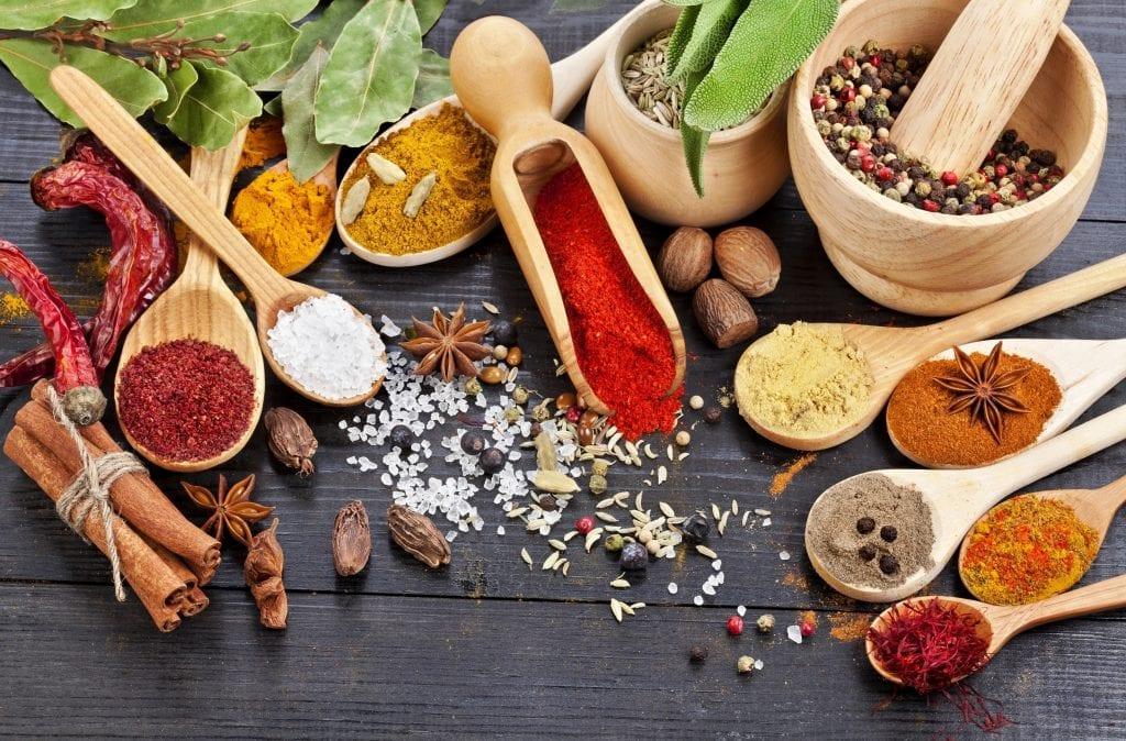 Corantes naturais – 10 opções para colorir seus pratos e benefícios