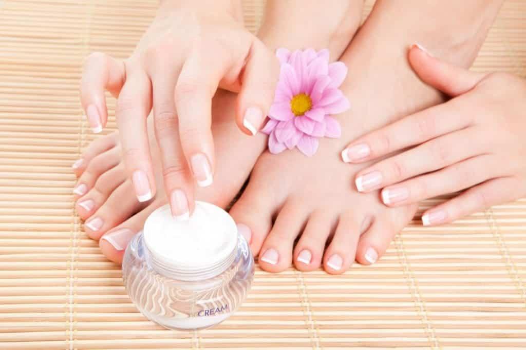 Cuidados com os pés – Como esfoliar, hidratar e outros cuidados diários
