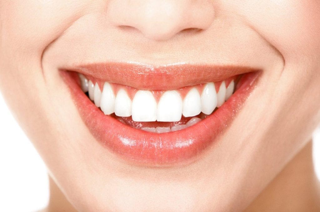 Dentes brancos – Características, tratamentos estéticos e caseiros