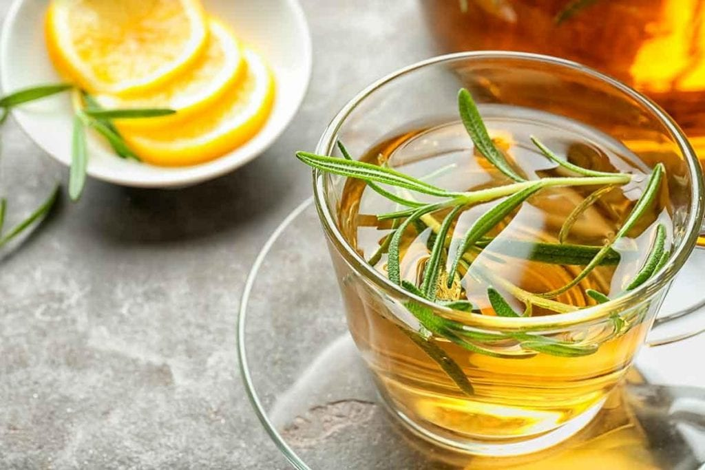 Chá de alecrim – Propriedades, principais benefícios e contraindicações