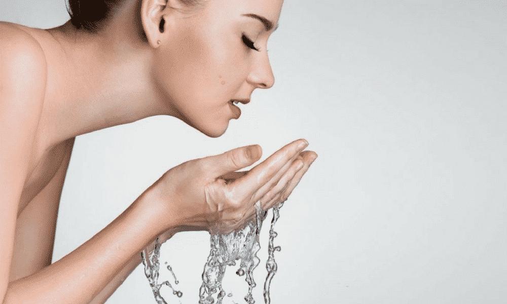 Lavar o rosto – Importância do hábito, jeito certo e erros comuns