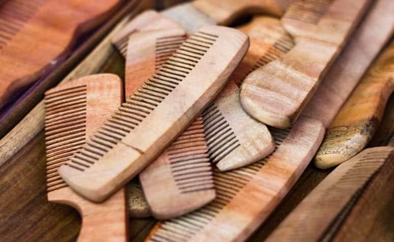 Pente de madeira - o que é, porque usar e quais os melhores