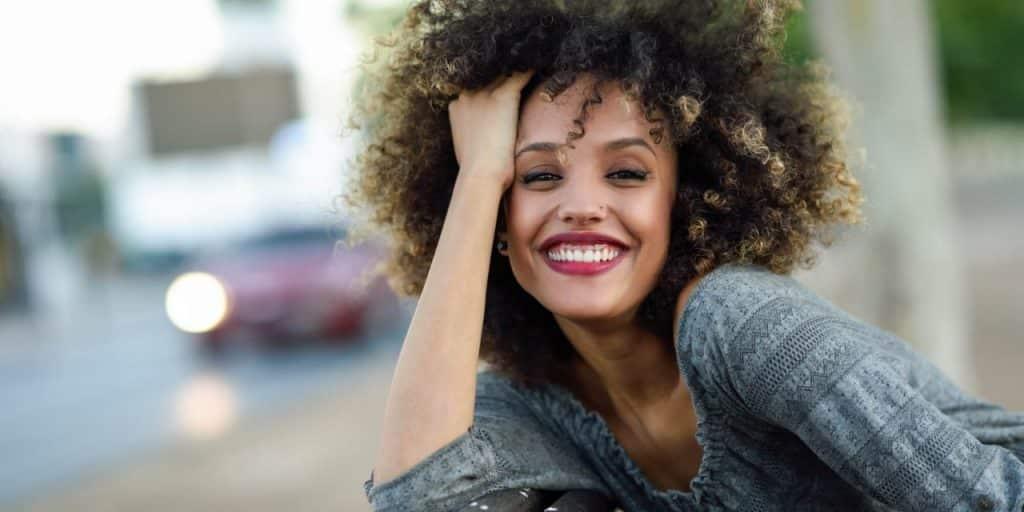 Produtos para cabelos crespos – 12 opções do tratamento à finalização