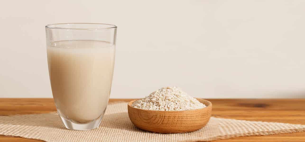 Água de arroz no cabelo - Benefícios para cabelo, pele e como preparar