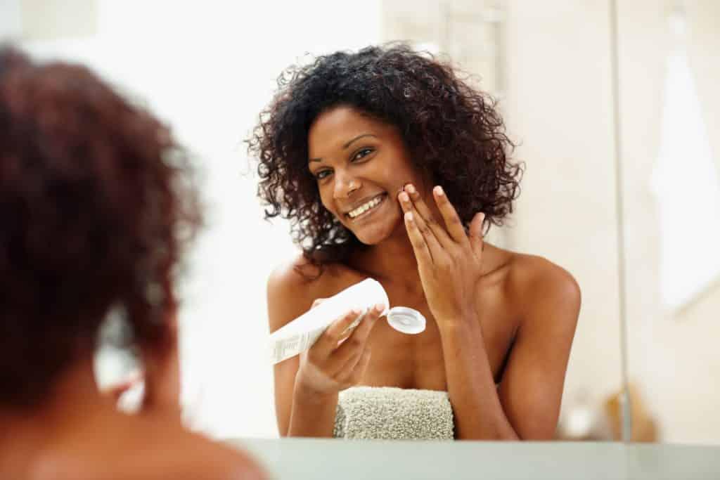 Base para pele seca - características, dicas de produtos e como usar