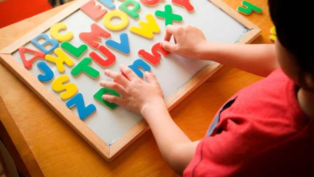 Como ensinar o alfabeto – Dicas e brincadeiras para ensinar crianças