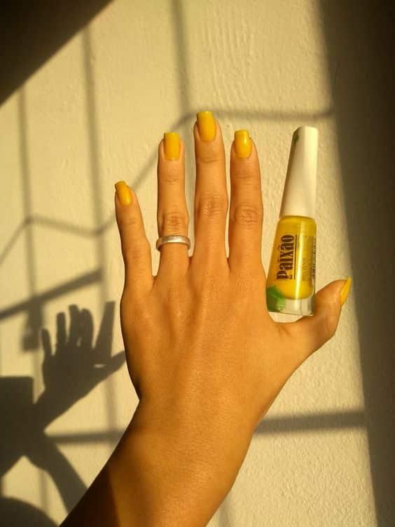 Esmalte amarelo - A cor tendência para quem deseja sair do óbvio e inovar