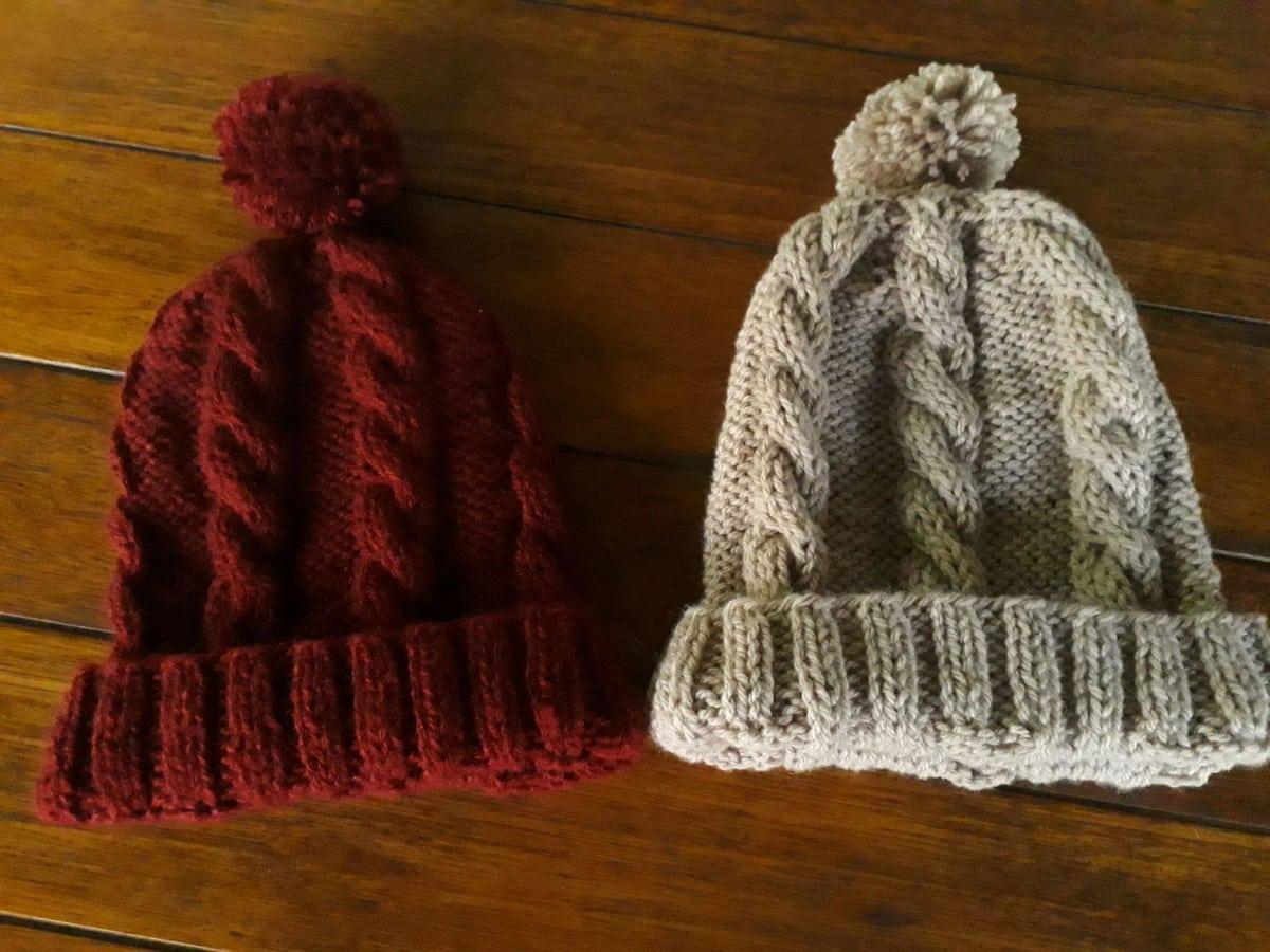 Duas toucas de tricô