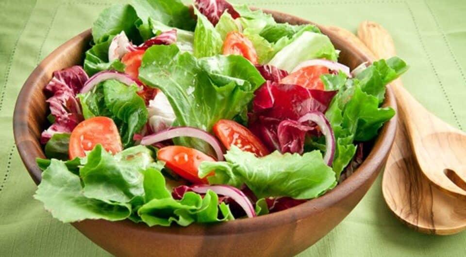 Salada de alface – Benefícios da hortaliça no corpo + 12 receitas